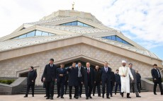 Visit to the new mosque in Astana